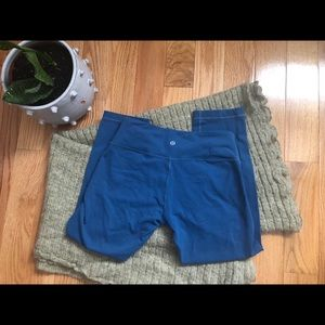Lululemon under wonder crops size 6